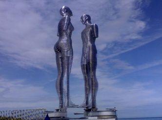Металлическая скульптура Любовь, Батуми