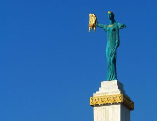 Скульптура Медея с золотым руном, Батуми