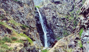 Gveleti Waterfall, Stepantsminda